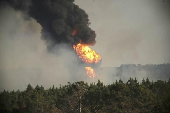 161031-alabama_pipeline-explosion-mbe-809p_3_efc4532adc095205dae9261075e35864-nbcnews-ux-2880-1000